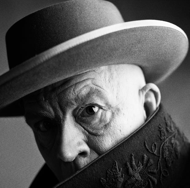 irving-penn-pablo-picasso-cannes-france-1957-2014.jpg