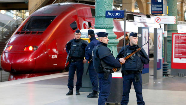 Manhunt for Paris terror suspects