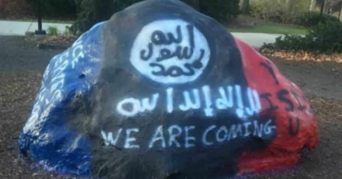 FBI helping Ohio college over pro-ISIS graffiti - CBS News on