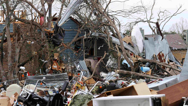 Deadly winter storms sweep north in U.S.