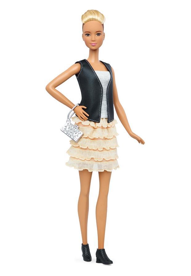 14-barbie-tall-dtf07160fulllengthpackouttcm718-118087.jpg