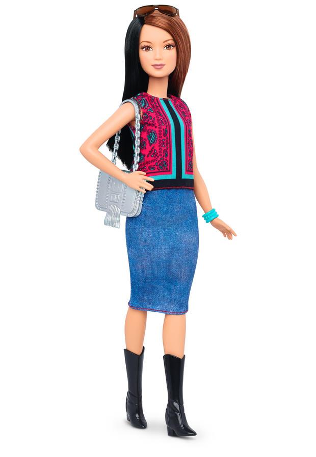 20-barbie-petite-dtf04103fulllengthpackouttcm718-118040.jpg