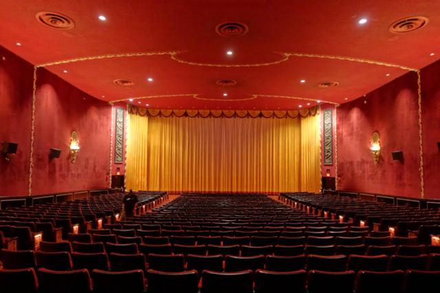 Curtain Falls On Nyc S Landmark Ziegfeld Theatre Cbs News
