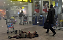 "Reporter photographs ""heroes"" after Brussels airport terror attack"
