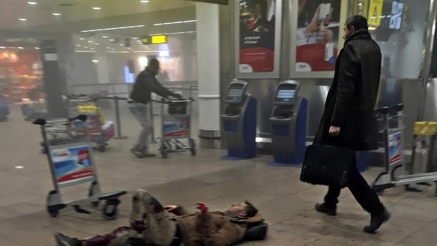 """Reporter photographs """"heroes"""" after Brussels airport terror attack"""