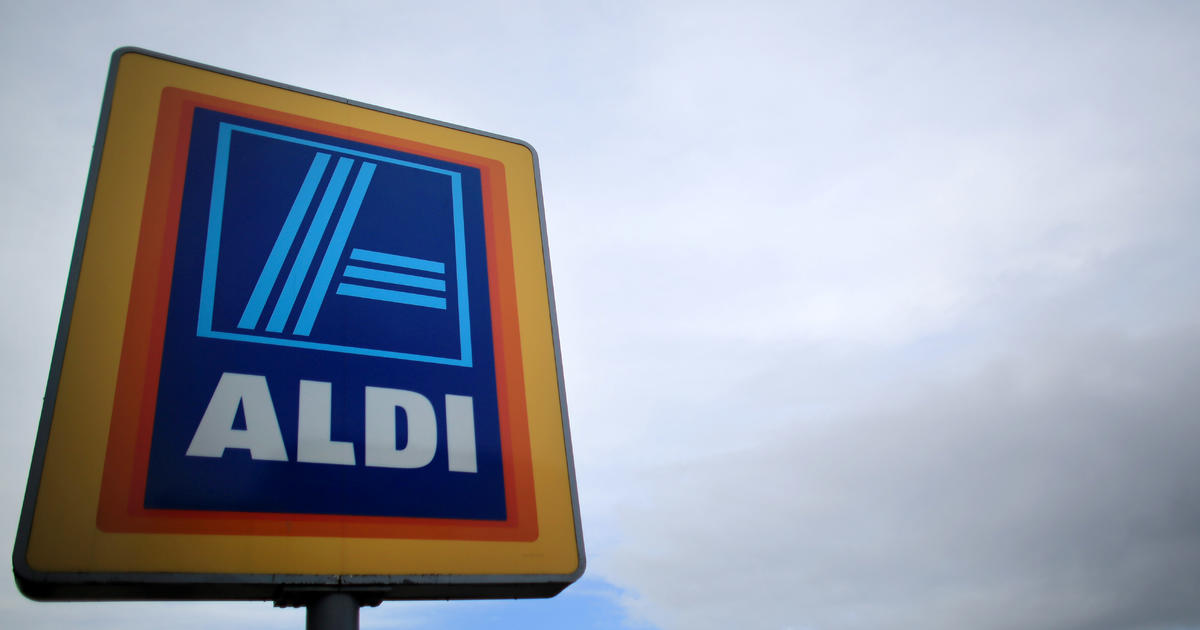 aldi issues recall of apples from grocery stores over listeria fears cbs news. Black Bedroom Furniture Sets. Home Design Ideas