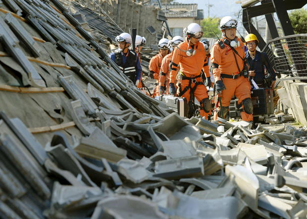 Powerful quakes strike Japan
