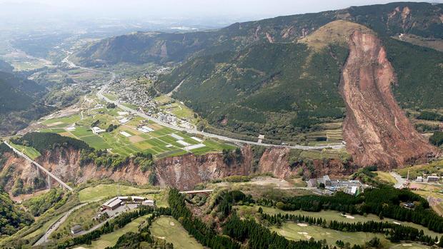 Powerful quakes strike Japan