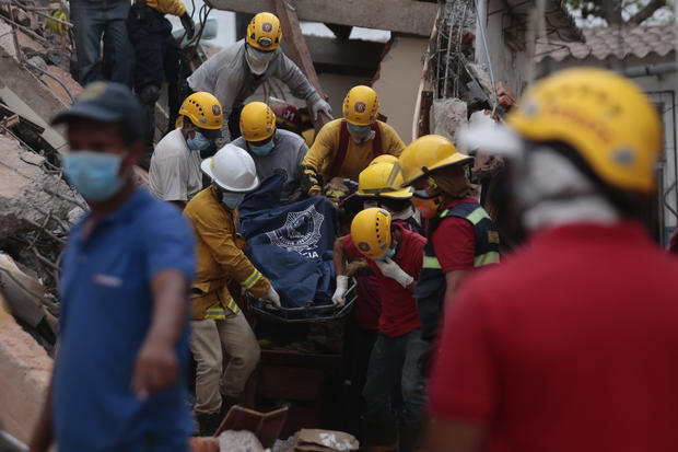 Hundreds killed in Ecuador earthquake