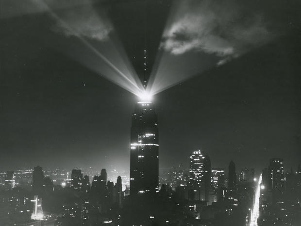empire-state-building-loc-05-beacon-at-night.jpg