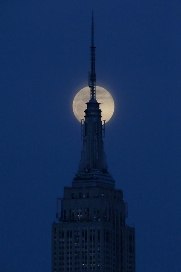 empire-state-building-moon-ap624185190012.jpg