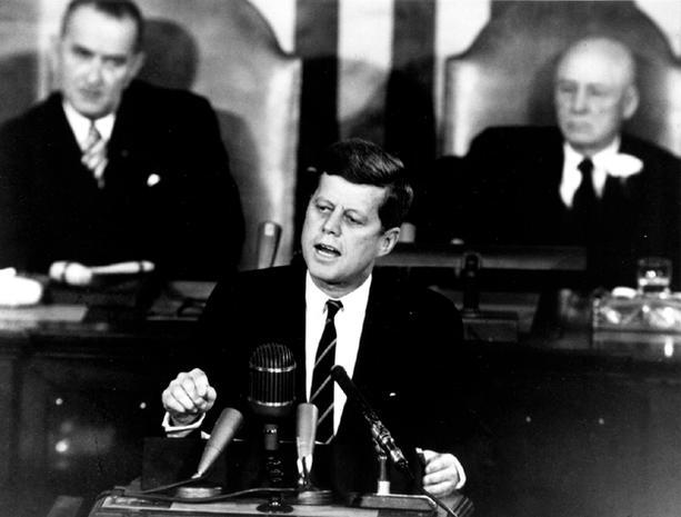 Il presidente J. F. Kennedy annuncia il programma Apollo