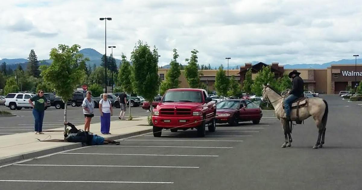 Oregon cowboy lassoes attempted bike thief - CBS News