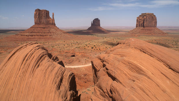 monument-valley-west-mitten-butte-east-mitten-butte-merrick-butte-b-verne-lehmberg-620.jpg