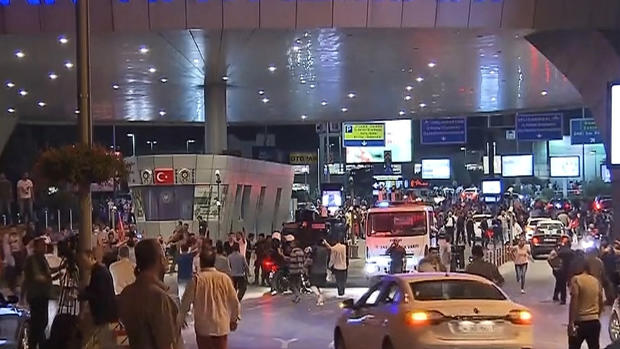 turkey-crowd-airport.jpg