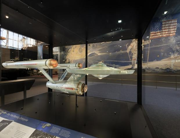 starship-enterprise-model-case.jpg