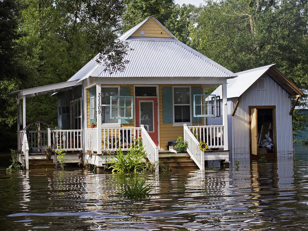 louisiana-flooding-ap16227618023565.jpg
