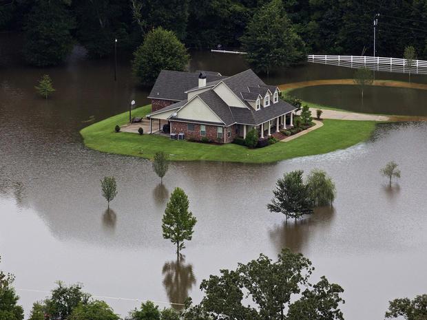 louisiana-flooding-ap527643019956.jpg