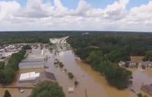 Crews find victims, devastation in historic La. floods