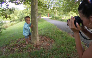 Photographer gives free photo shoots to special needs families