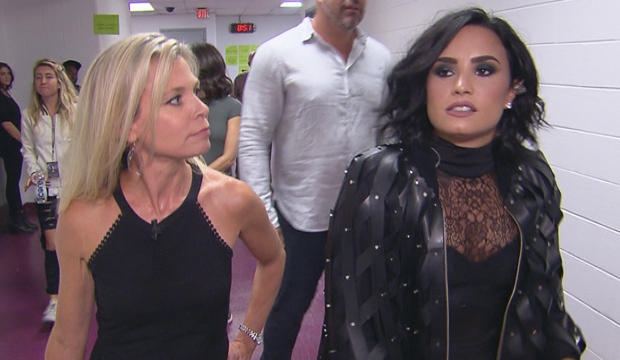 demi-lovato-backstage-with-tracy-smith-620.jpg