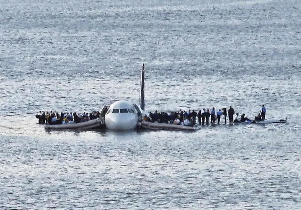 Plane in Hudson - Look back: Plane down in Hudson - Pictures