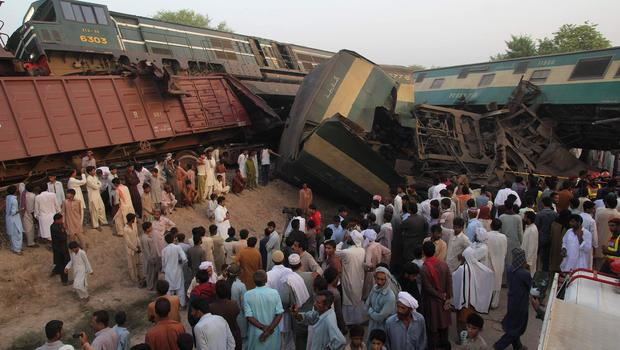 Pakistan freight and passenger train crash near Multan ...
