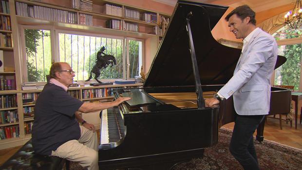 charles-osgood-at-the-piano-lee-cowan-france-620.jpg