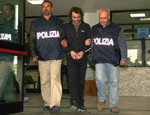 Top Mafia boss found hiding at home in Italy - CBS News