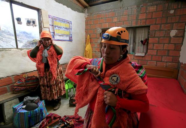 Cholita mountain climbers