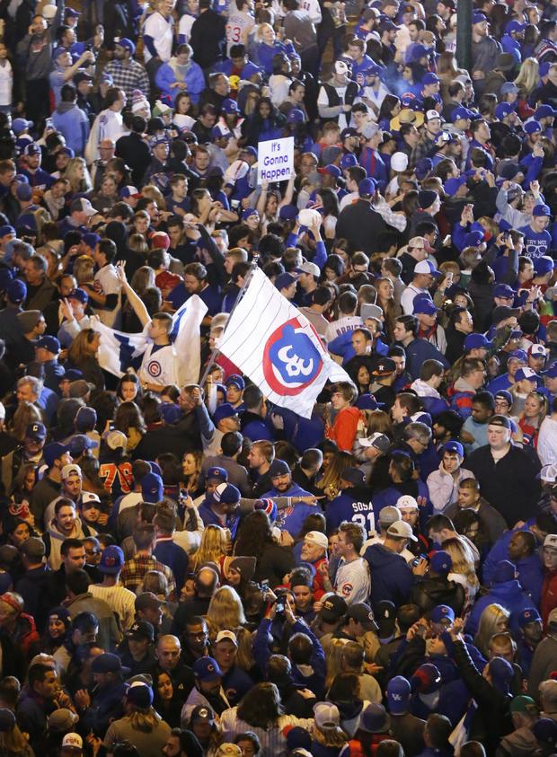 chicago-cubs-fans-pennant-2016-10-22.jpg