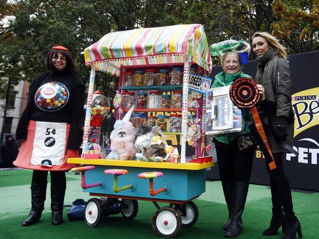 halloween-dog-parade-nyc-ap-494295176713.jpg