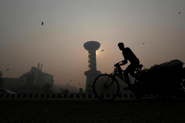 2016-10-31t071451z-1-lynxmpec9u0d1-rtroptp-4-religion-diwali-india-pollution.jpg