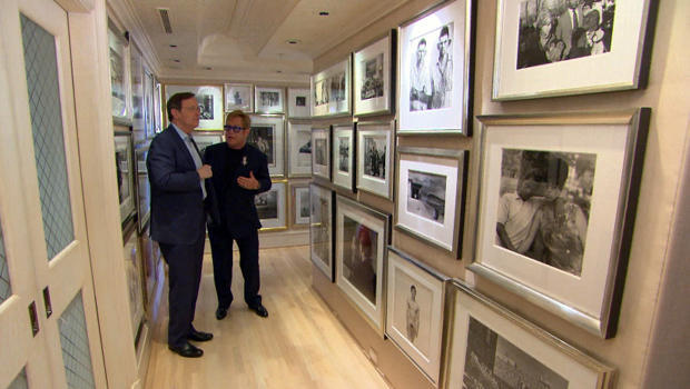 Sir elton john s album cbs news for Painting places in atlanta