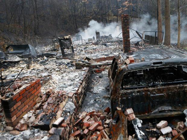 tennessee-wildfire-getty-626715838.jpg