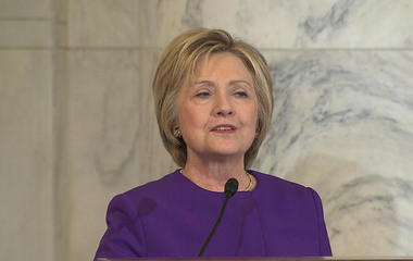 Hillary Clinton gets standing ovation on Capitol Hill at ceremony for Harry Reid