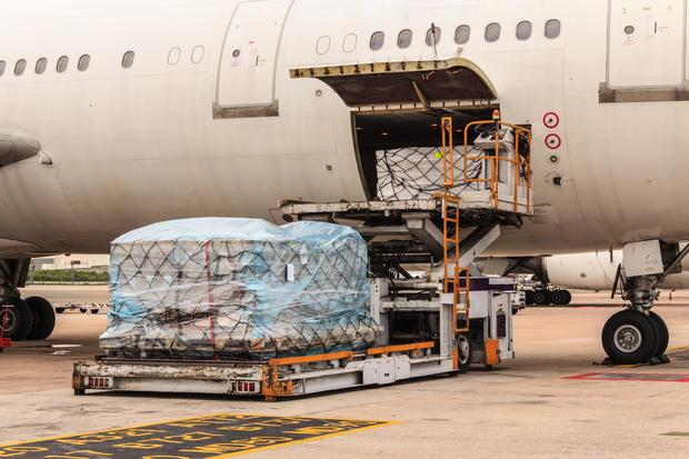 supervisor-materials-moving-air-cargo.jpg