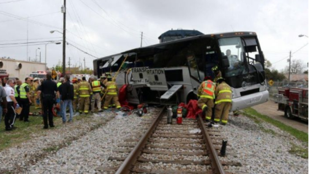 Deadly collision: Tour bus hit by freight train didn't ...