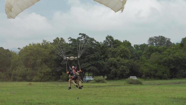 d2-patta-skydiving-dogs-carter-redman-pkg-transfer4.jpg