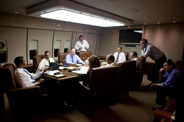 barack-obama-with-his-staff-in-the-meeting-room-of-air-force-one.jpg