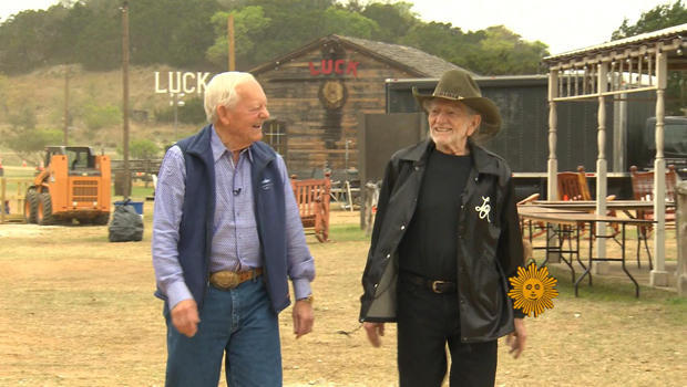 willie-nelson-and-bob-schieffer-luck-texas-620.jpg