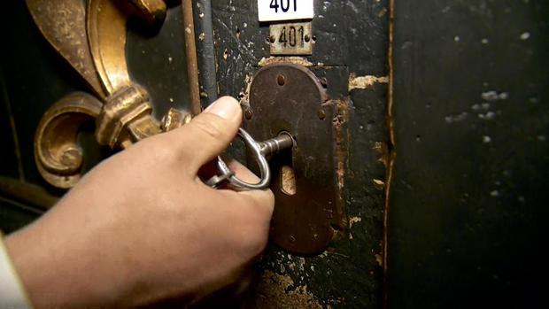 doane-vatican-keys-split2.jpg