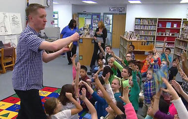 Traveling librarian spreads enthusiasm for reading