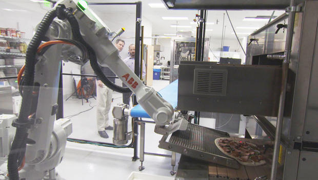 robot-making-pizza-620.jpg