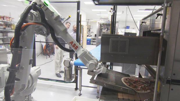 robot-making-pizza-620.jpg