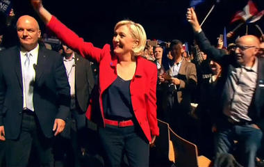 French voters turn away from mainstream presidential candidates
