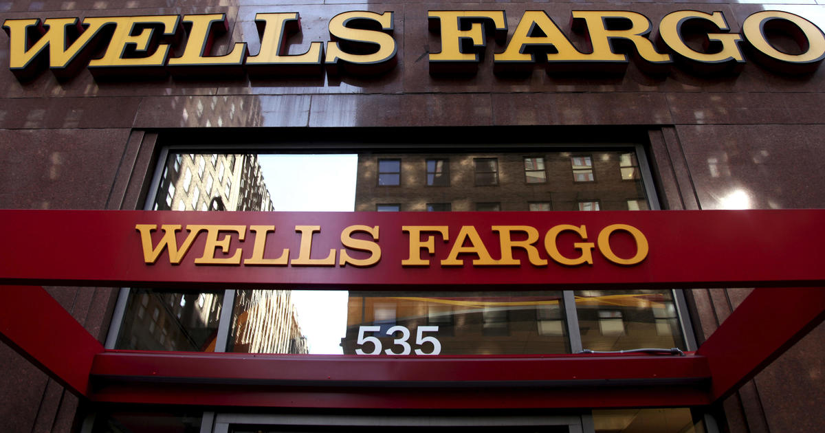 Wells Fargo fumbles fixes for buyers of unneeded car insurance