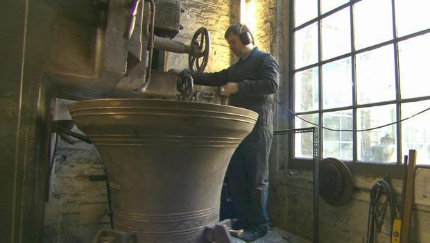 whitechapel-bell-foundry-casting-bell-620.jpg