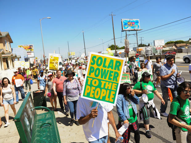 peoples-climate-march-2017-04-29t231344z-837172906-rc18819fd100-rtrmadp-3-usa-trump-protest.jpg