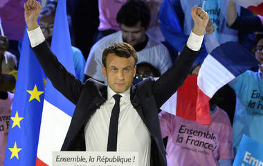 Euro pops on French election, and other MoneyWatch